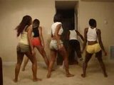TWERK TEAM DANCING TO MAKE DA TRAP SAY AYEE