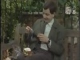 Mr Bean - Crushing Pepper The Bean Way