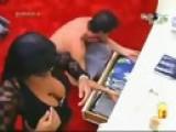 Big Brother Brasil 9 - Ops Priscila Pires Pagando Peitinho