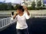 XXX Kizlar - Plajda Gobek Dansi